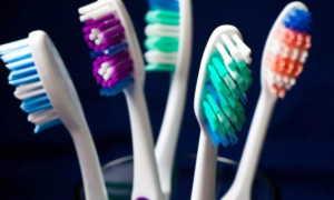 Когда и как часто нужно менять зубную щетку – рекомендации и советы