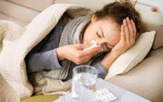 Почему болят зубы и ноют десна при простуде: что делать, как лечить?