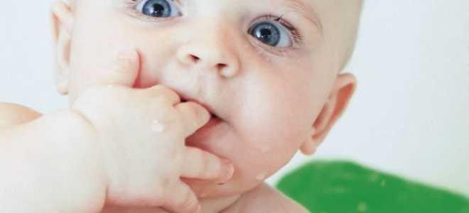 Слюни у 2 месячного ребенка, почему у грудничка обильное слюноотделение
